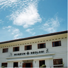 Bandung Geology Museum and Angklung Performance Tour by TapMyTrip